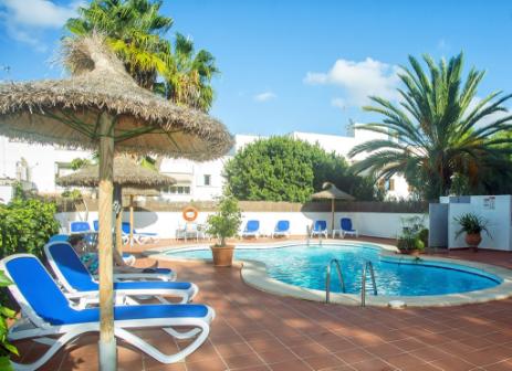 Piscina terraza hotel martorell for Piscina martorell